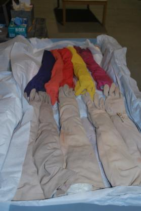 35 1/2 pairs of assorted gloves